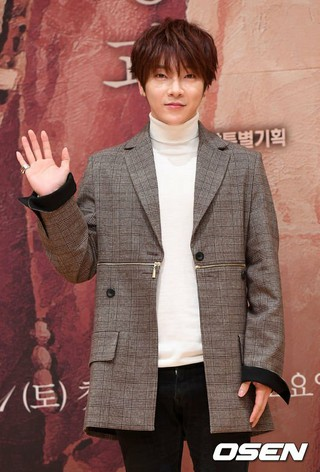 SUPERNOVA ユナク(超新星)、SBS新週末特別企画「運命と怒り」制作発表会に出席。30日午後、ソウル・木洞SBS。