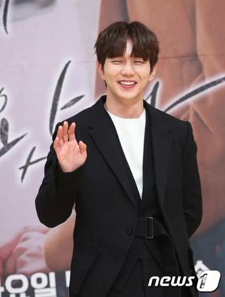 俳優ユ・スンホ、SBS新月火ドラマ「ボクスが帰ってきた」制作発表会に出席。7日午後・木洞SBS。