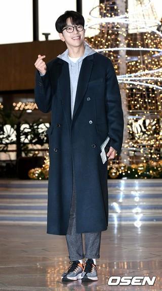 俳優ユン・ヒョンミン、「2018MAMA」出演のため日本に向けて出国。