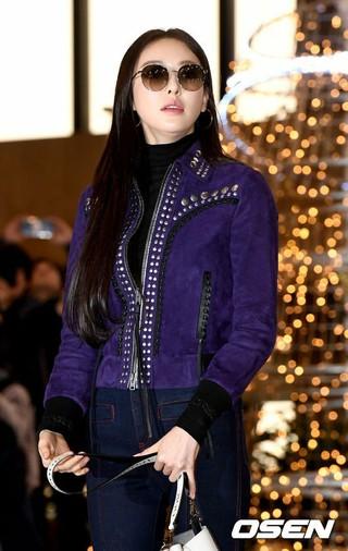 女優イ・ダヒ、「2018MAMA」出演のため日本に向けて出国。11日午後、金浦空港。