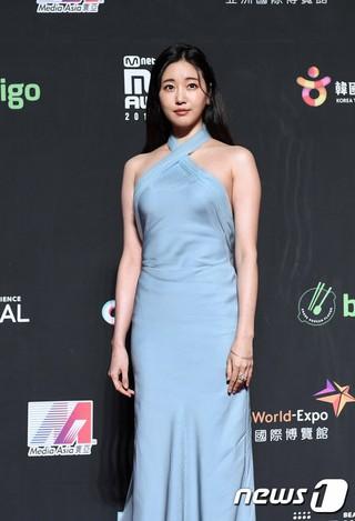 女優キム・サラン、「2018 MAMA PREMIERE in HONG KONG」レッドカーペット。14日午後、香港・アジアワールドエキスポアリーナ。。