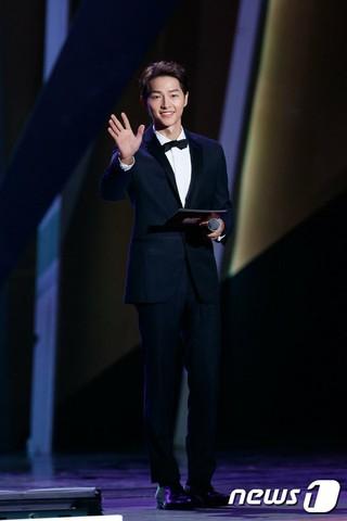 俳優ソン・ジュンギ、「2018 MAMA in HONG KONG」でホストを務める。