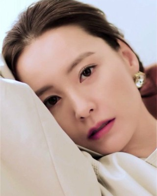、、【g公式har】女優チョン・ユミ(恋愛の発見) 動画公開。「BAZAAR」。