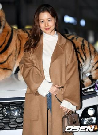 女優ムン・チェウォン、ドラマ「鶏龍仙女伝」の打ち上げに参加。18日午後、ソウル・麻浦区の飲食店。。