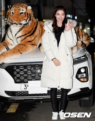 女優ユン・ソイ、ドラマ「鶏龍仙女伝」の打ち上げに参加。18日午後、ソウル・麻浦区の飲食店。。