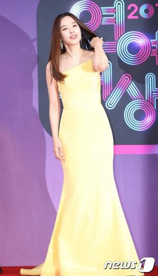 「イ・ドンゴン夫人」女優チョ・ユンヒ、「2018 KBS 芸能大賞」に参加中。。