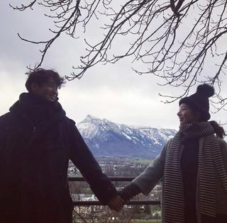 俳優チョン・ギョウン、妻と冬のヨーロッパ旅行中。