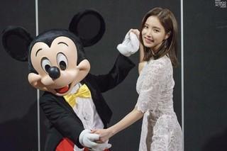 【g公式】女優シン・セギョン、ミッキーマウスとの2ショットを公開。