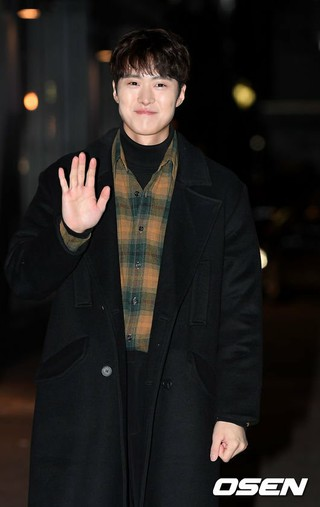 俳優コンミョン(5urprise)、ドラマ「死んでもいい」打ち上げに参加。27日午後、ソウル・汝矣島の飲食店。