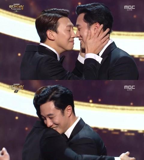 俳優ソ・ジソブ、「2018MBC演技大賞」で「大賞」を受賞。。●2000年、「SBS演技大賞」で「新人賞」を受賞。●以降、18年ぶりに初めて地上波の「大賞」を受
