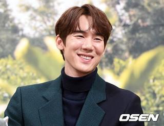 俳優ユ・ヨンソク、tvN新バラエティ番組「コーヒーフレンズ」制作発表会に出席。