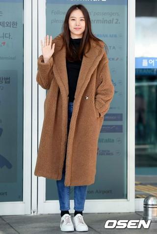 女優チョ・ユンヒ、画報撮影のためマカオへ出国。空港ファッション、仁川国際空港にて。