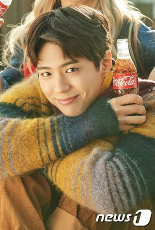 俳優パク・ボゴム、韓国コカ・コーラ2019年新年キャンペーンを展開。