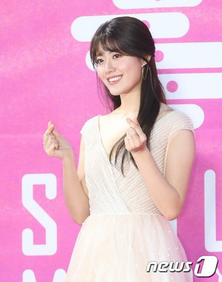 女優ナム・ジヒョン、「第28回ハイワン ソウル歌謡大賞」レッドカーペットに登場。。