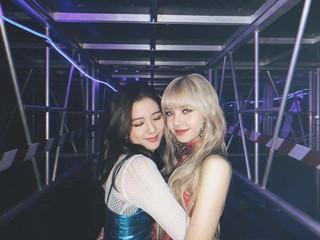 【g公式】BLACKPINK_Jisoo、「舞台下」の写真を公開。。。#BLACKPINK #JISOO #seeusoon #blinks #❣️。