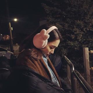 、、【g公式】女優イ・ミンジョン、SNS更新。「屋外撮影....寒い.....イヤーマフThanks !!!!」。