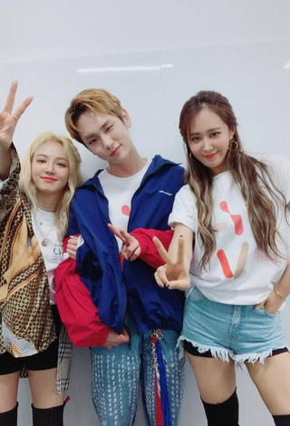 【d公式sm】少女時代 ヒョヨン、ユリ、SHINee キー、「SMTOWN_SpecialStage_in_SANTIAGO」の記念撮影。
