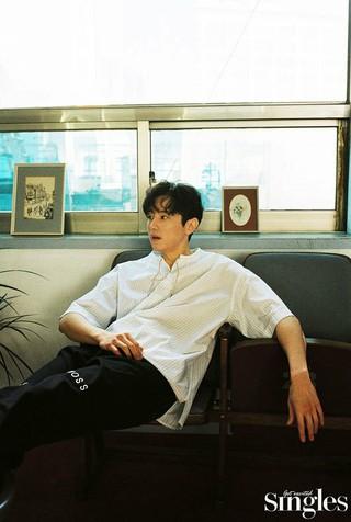 俳優クォン・ユル、画報公開。Singles。