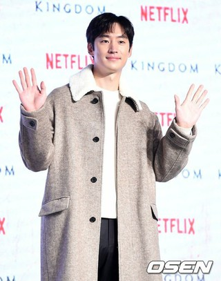 俳優イ・ジェフン、Netflixオリジナルドラマ「キングダム」レッドカーペットイベントに出席。21日午後、ソウル・蚕室ロッテワールドモール。。