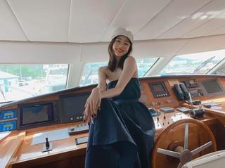 、、【g公式】女優ハン・イェスル、SNS更新。「ニッコリ」。