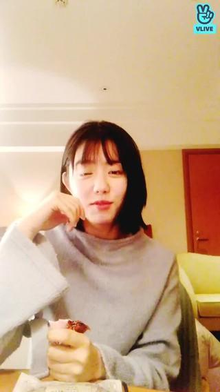 【w公式】 I.O.I 出身キム・ソヘ 、小樽でVLIVE公開。