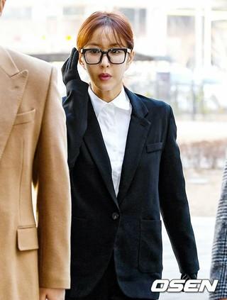 S.E.S. シュー、初公判で容疑をすべて認める。24日午後、ソウル東部地方裁判所。検察側「7億ウォン台、26回の常習賭博」。。