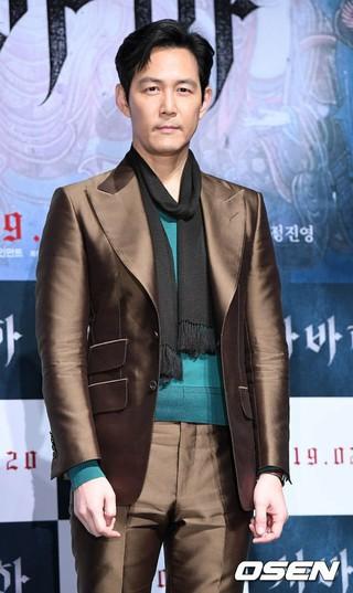 俳優イ・ジョンジェ、映画「娑婆訶(サバハ)」の制作報告会に出席。ソウル・狎鴎亭CGVにて。