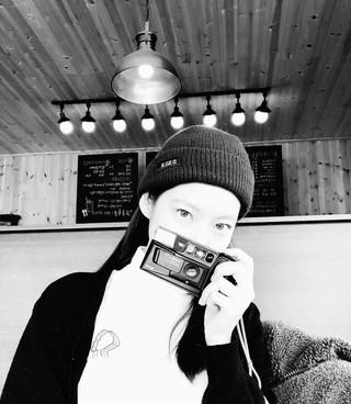 、、【g公式】女優コン・スンヨン、白黒の近況を公開。SM練習生出身で、TWICE ジョンヨンの実姉。