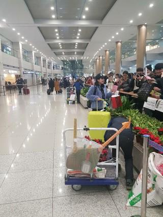 PRODUCE 48 出演のHKT48村川緋杏、韓国を訪れる姿が目撃される。姉と旅行中とのこと。彼女は放送を通して予め韓国旅行に行くことを明かしていて、空港には多くのファンが待って