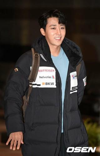 俳優ソン・ホジュン、ファンミーティングのため日本へ出国。