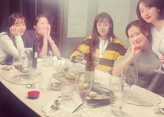 女優コン・ヒョジン、豪華メンバーとの新年会写真を公開。。ソン・イェジン、オ・ユナ、イ・ミンジョン、イ・ジョンヒョンと。