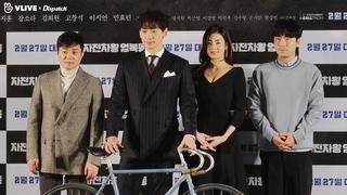 【w公式】 イ・ボムス、カン・ソラ 、イ・シオン、Rain(ピ) 出席の映画「自転車王オム・ボクドン」ショーケースの様子を公開。