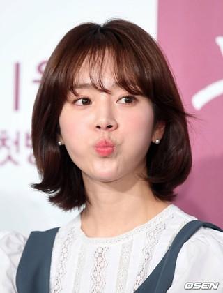 女優ハン・ジミン、JTBC新ドラマ「眩しくて」制作発表会に出席。11日午後、ソウル・汝矣島コンラッドホテル。。