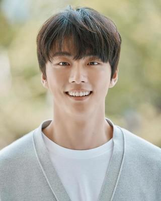 、、【G公式】俳優ユン・シユン、MBN「恋愛DNA研究所-X&gt&#59;」MC確定をSNSで報告。