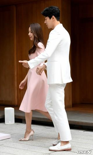 俳優イ・ドンゴン -チョ・ユニ 夫妻、lancome ABSOLUE コレクションのローンチイベントに登場。20日午後。