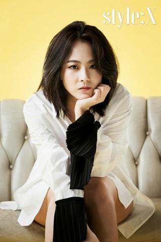 女優リュ・ヒョンギョン、画報公開。雑誌「style&#59;X」。