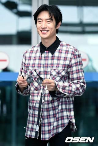俳優イ・ジェフン、海外プロモーション出席のためシンガポールへ出国。 (4枚)