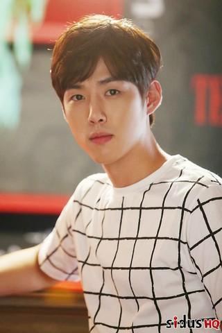 俳優ペク・ソンヒョン、Sidus HQと再契約を締結。
