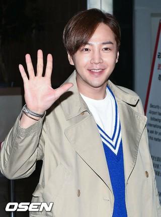 俳優チャン・グンソク、ファンミーティングのため日本へ出国。 (4枚)