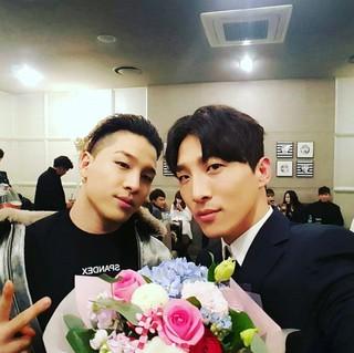 俳優ドン・ヒョンベ、SNS更新。弟・BIGBANG SOLとのツーショット。