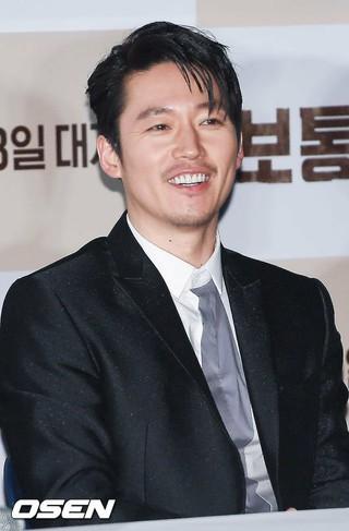 俳優チャン・ヒョク、映画「普通の人」のマスコミ試写会に出席。