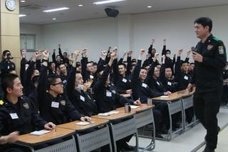JYJ ジュンス、義務警察教育センター1084期第1週目の教育。京畿(キョンギ) 南部地方警察庁オフィシャルサイトが写真公開。2枚ともセンターにいます。 (2枚)