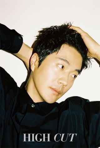 俳優クォン・サンウ、画報公開。雑誌HIGHCUT。 (3枚)