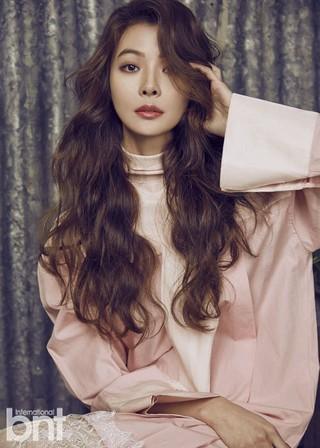 女優ユン・ソイ、画報公開。雑誌「bnt」。