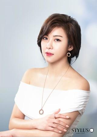女優ハ・ジウォン、画報公開。ブランドStylus。 (2枚)