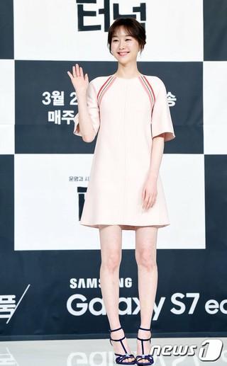 イ・ユヨン、tvNドラマ「トンネル」制作発表会に出席。