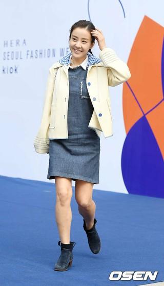 女優パク・ウネ、「2017 F/W HERA ソウルファッションウィーク」KIOKショーに出席。@ソウル・東大門デザインプラザ(DDP)。