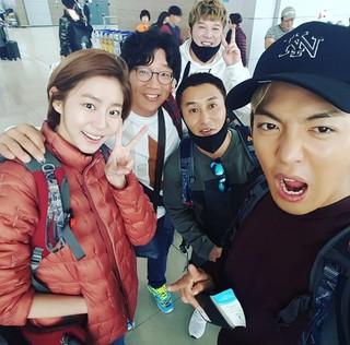 KangNam (カンナム)、SNS更新。「ジャングルの法則」撮影のためニュージーランドへ出演者と一緒に出発。 (2枚)
