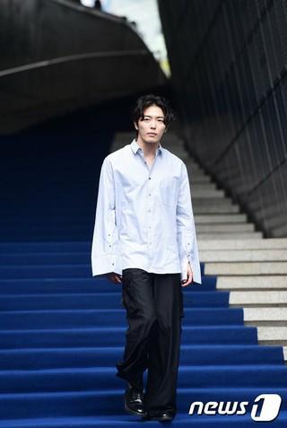 俳優キム・ジェウク、「2017 F/W HERAソウルファッションウィーク」NOHANTショーに出席。@ソウル・東大門デザインプラザ(DDP)。