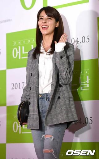 女優フジイ・ミナ (藤井美菜)、映画「ある日」のVIP試写会に出席。@ソウル・CGV 往十里。フジイミナ は韓国で活躍中の日本人女優。